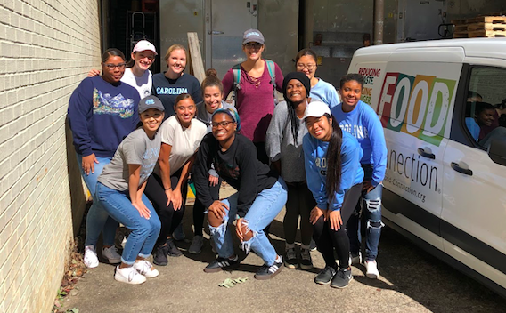 The 2019 Hunger and Homelessness Alternative Fall Break cohort with a Food Connection van